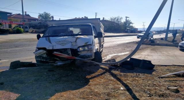 Kavşakta duramayan araç kazaya neden oldu
