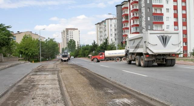 Talas Çimenli Caddesinde yenileme çalışması