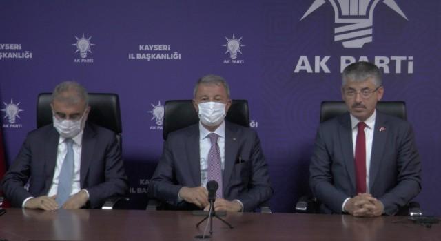 """(ÖZEL) Bakan Akar: """"Şehitlerimizin kanlarının yerde kalmaması için kararlılıkla mücadelemizi sürdürüyoruz"""""""