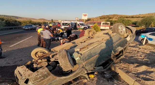 Takla atan araçtaki 5 kişilik aile ölümden döndü