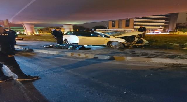 Otomobil köprünün beton ayağına çarptı: 1 ölü, 1i ağır 2 yaralı