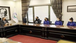 Başkan Yalçın Türkiye 3.sü Talaslı sporcuları ağırladı