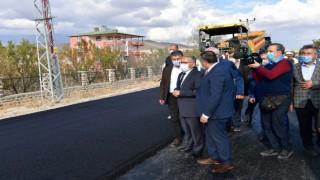 Büyükşehirden ilçe yollarına 14 milyon TLlik sıcak asfalt
