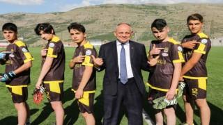 Başkan Öztürkün genç futbolculara desteği devam ediyor