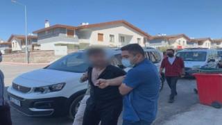 Polisi görünce kapıyı kilitleyen aranan şahıs çilingir yardımı ile evden çıkarıldı