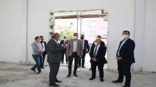 Başkan Büyükkılıç spor salonu inşaatını denetledi